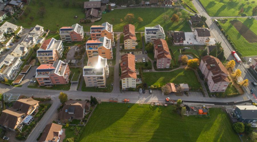 Wohnsiedlungen Rischi und Heuledi, Oberarth: Luftaufnahme