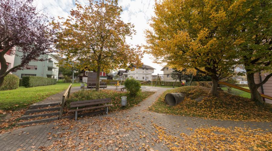 Mietwohnungen Rischi, Oberarth: Spielplatz mit Sitzgelegenheiten