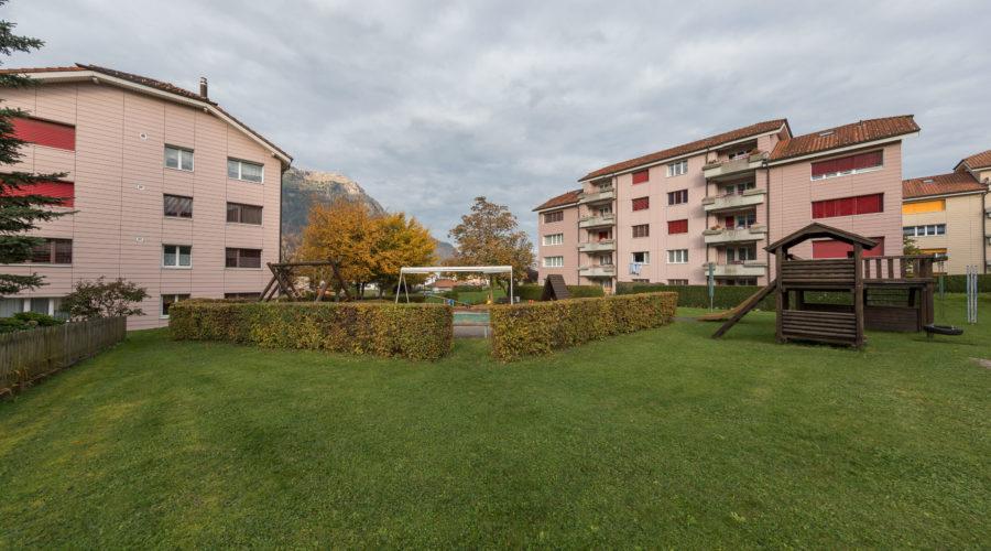 Mietwohnungen Rischi, Oberarth: Spielplatz mit viel Grünfläche