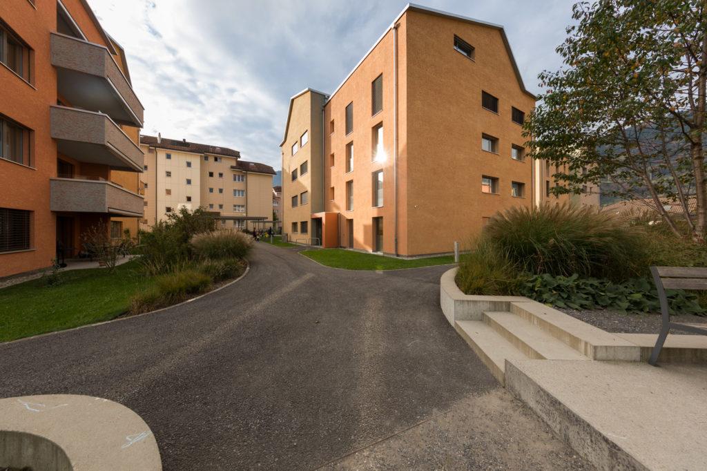 Wohnsiedlung Heuledi, Oberarth: Aussenbereicht mit viel Grün und schönen Wegen